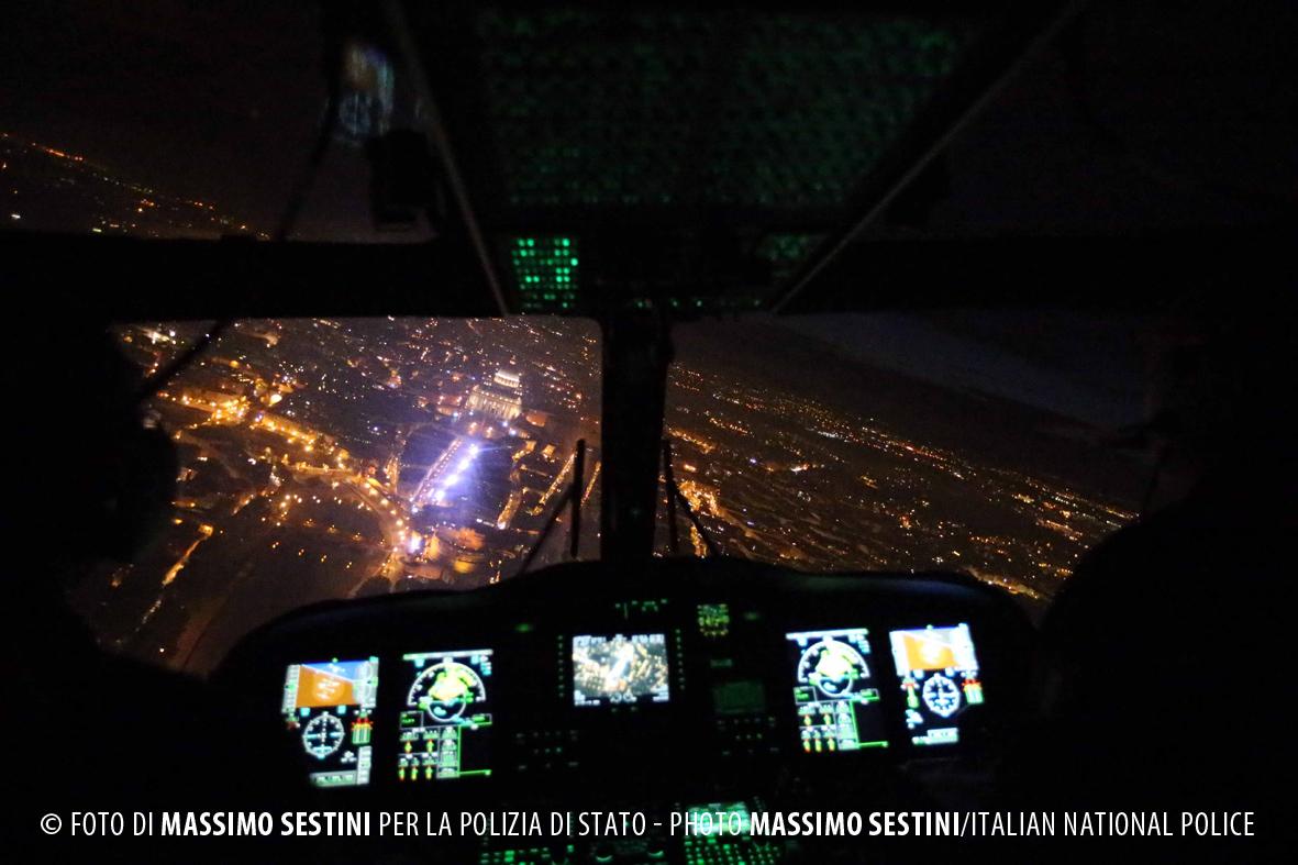 Elicottero Notte : San pietro in notturna fotografata dall elicottero da