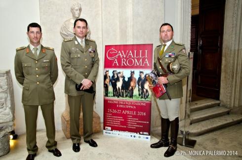 Da sinistra: serg. Emiliano Portale, ten. col. Emanuele Patalano, cap. Paolo Mezzanotte