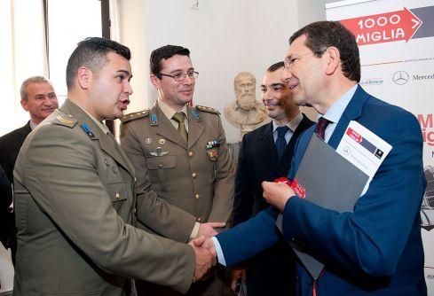 L'equipaggio dell'esercito 1000 Miglia 2014, Daniele Repola e Maurizio Lacanale  con il sindaco di Roma Ignazio Marino