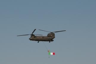 Volo CH-47 in volo sopra Camp Arena 1