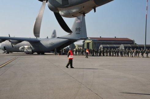 Imbarco del personale su C130J USAF