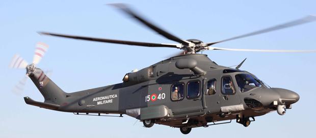 Elicottero 72 Stormo : Grecia elicottero dell aeronautica militare in volo verso