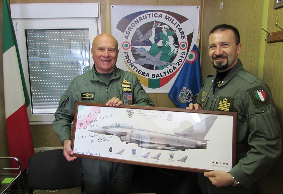 Ufficio Generale Per La Comunicazione Aeronautica Militare : Il saceur in visita alla task force air italiana in lituania