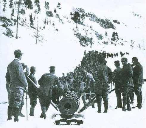 Il trasporto sulla cima dell'Adamello del 149A