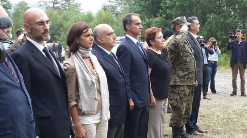 Le autorità intervenute durante l'esecuzione degli inni nazionali