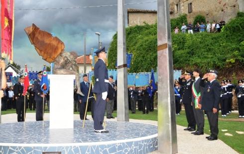 Onori ai caduti presso il Monumento di Gimigliano