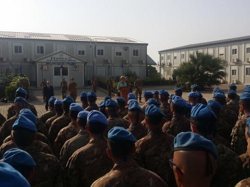 Il ministro della Difesa saluta i militari del contingente italiano a Shama