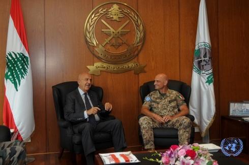 Il gen. Portolano inonctra il ministro della Difesa libanese Samir Moqbel