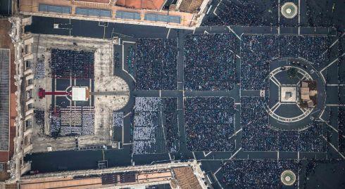 Città del Vaticano Da un elicottero della Polizia di Stato veduta aerea di San Pietro con i fedeli arrivati per l'inaugurazione del Giubileo in occasione dell'apertura della Porta Santa 2015-12-08 © Massimo Sestini per la Polizia di Stato.