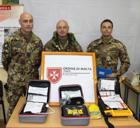 Delegazione ACISMOM dona defibrillatori