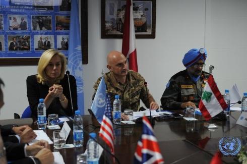 Il generale Portolano in apertura dell'incontro con gli ambasciatori dei P5 e dei paesi contributori alla missione