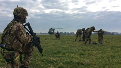 Personale del 66 Reggimento Aeromobile Trieste nella fase esecutiva delle attività di  personnel recovery