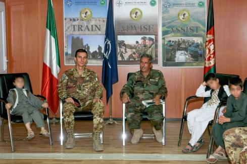 Col. Viglietta con il responsabile CIMIC ANA