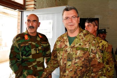 Comandante TAACW con il comandante del 207 corpo d'armata