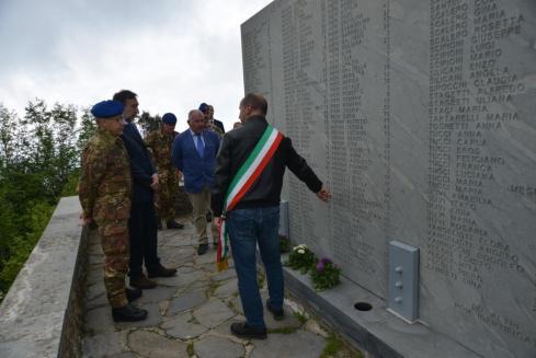 1.Lapide posizionata dall'Esercito con i nomi dei 560 morti nell'eccidio di Sant'Anna