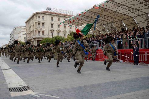 bandiera_di_guerra_e_compagnia_del_7°_Rgt_bersaglieri