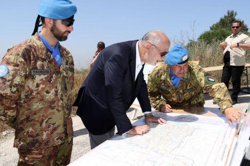 Il Comandante dei Lancieri di Montebello illustra la sua area di operazione