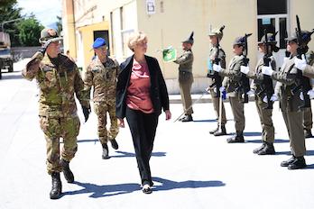 Il Ministro della Difesa arriva al 9° reggimento Alpini di L'Aquila