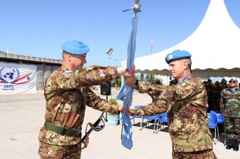 Il passaggio della bandiera delle Nazioni Unite al nuovo Comandante dell....jpg