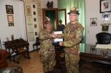 Scambio doni tra Gen. Graziano e Cte di rgt