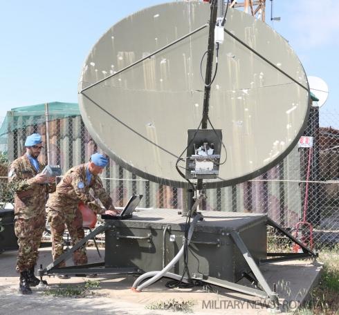 Sistemi di collegamento del Contingente Italiano con i Comandi nazionali....jpg