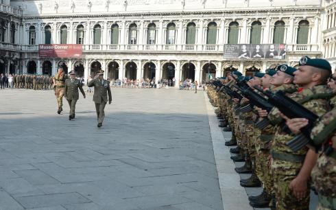 Il Generale Errico passa in rassegna il reggimento lagunari