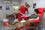 Peacekeeper italiani durante la donazione (2)