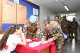Peacekeeper italiani durante la donazione (3)