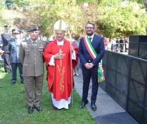 FOTO 1 - Gen.B. De Vito, Mons. BASSETTI, sindaco BIONDI