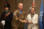 Il Generale di Brigata Francesco Olla dona il simbolo della specialitàgranatieri
