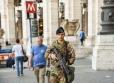 Militari del 151° di pattuglia presso piazza repubblica (3)