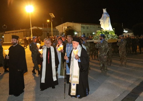 Processione di autorità religiose e peacekeepers di UNIFIL Sector West