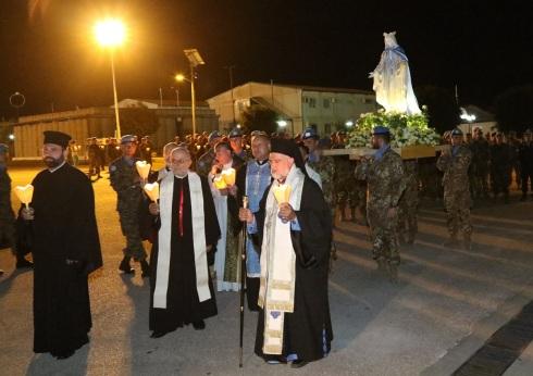 Processione di autorità religiose e peacekeepers di UNIFIL Sector West