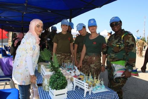 Libano - i militari italiani celebrano la giornata internazionale della pace con la popolazione locale (2)