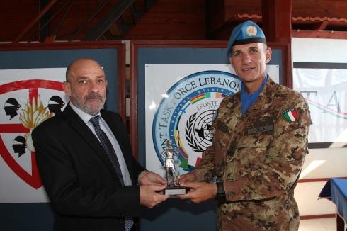 Il Comandate del Contingente Italiano impiegato nella missione UNIFIL e il Ministro della Difesa Libanese