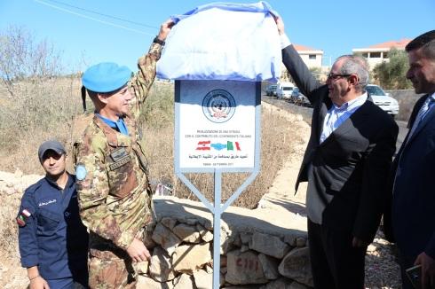Il Gen.B. Olla allo spoglio della targa ricordo della realizzazione del progetto