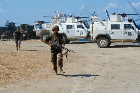 Militare libanese durante l'esercitazione a fuoco