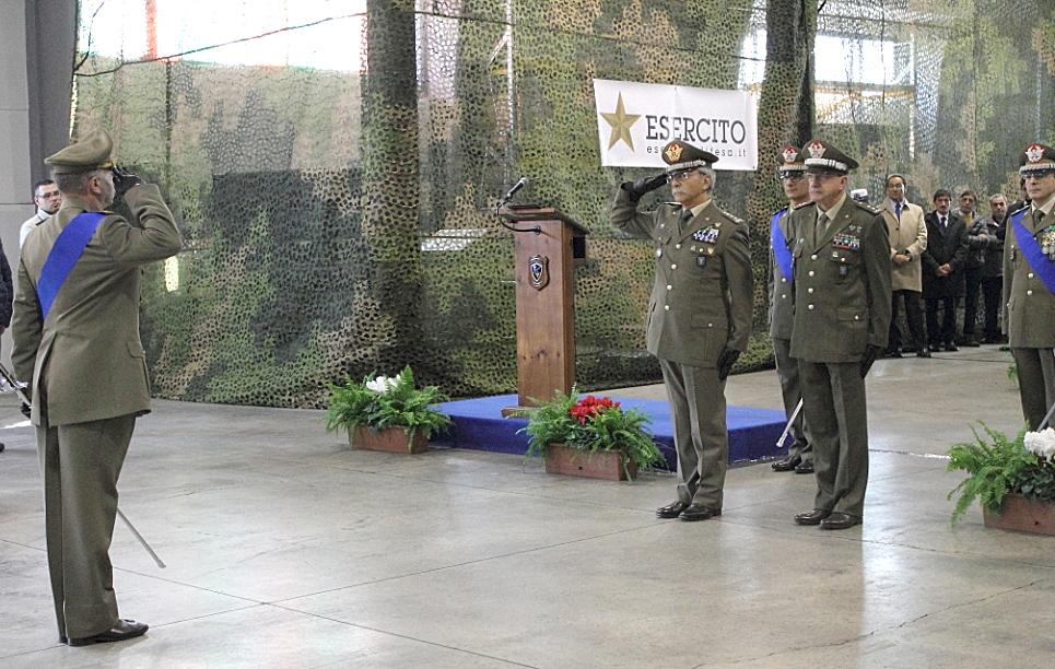 ingresso del Generale di Marco accompagnato dal Generale Della Sala