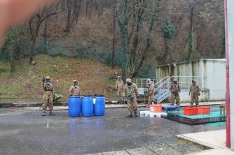 Foto n. 5 Stazione di decontaminazione del personale