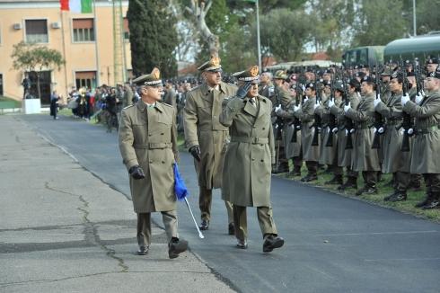 4. Capo di Stato Maggiore Esercito, Generali di Corpo d'Armata di Marco e De Leverano passano in rassegna lo schieramento