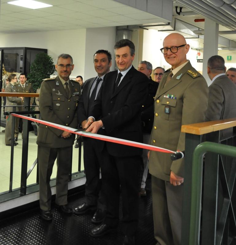 il Direttore del Dipartimento di Scienze Veterinarie dell'Università di Bologna inaugura la mostra