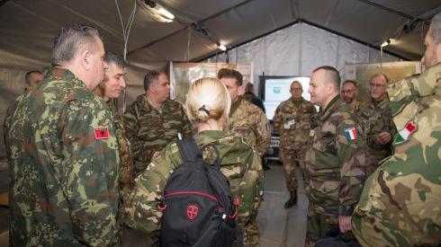 Autoritá Militari visitano la sala operativa