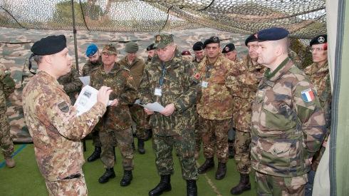 Il Comandante della CIMIC Unit Italiana illustra il CIMIC Centre