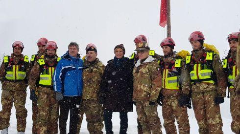 le Autorità con una squadra soccorso alpino militare delle truppe Alpine