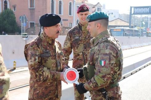 Capo di SME incontra i soldati impegnati nell'operazione strade sicure a Venezia (23)