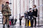 Pattuglia dell'Esercito in piazza duomo a Firenze (2)