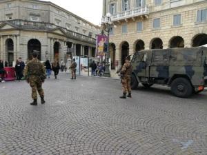 Pattuglia dell'Esercito in servizio presso il centro di Verona (4)