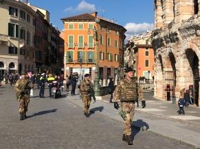 Pattuglia dell'Esercito presso l'Arena di Verona (2)