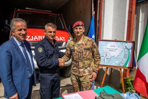 Kosovo - Ringraziamento del C.te della stazione dei Vigili del Fuoco di Suhareka-Suva Reka