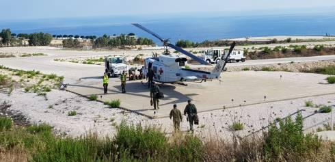 Equipaggio e team medico dirigono verso elicottero CASEVAC